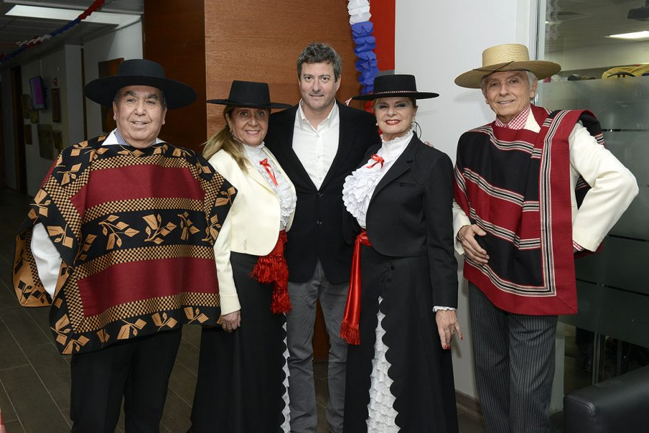 Grupo de cueca con Concejal Maximiliano del Real