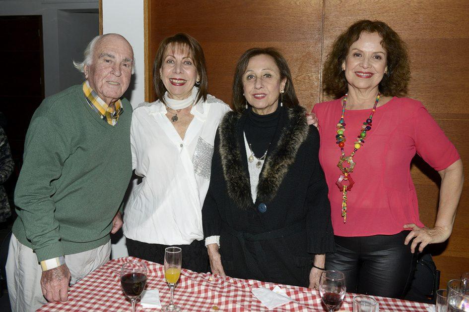 Amigos disfrutando de Happy Hour vitamayor